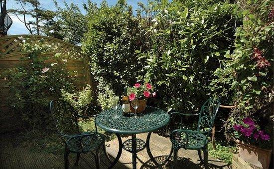 Luccombe Villa Holiday Apartments: The Burrow patio area