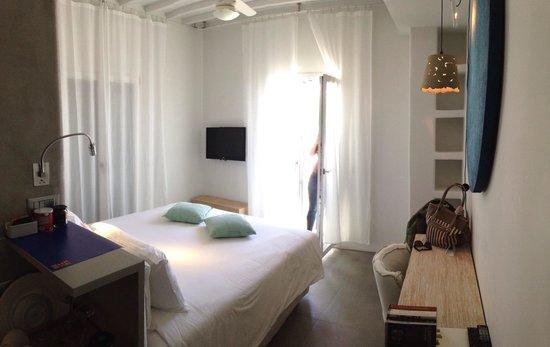 Mykonos Ammos Hotel: La camera superior con vista mare
