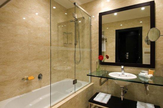 NH Timisoara: Bathroom