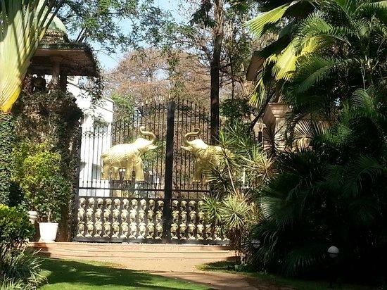 The Leela Palace Bengaluru: Le jardin