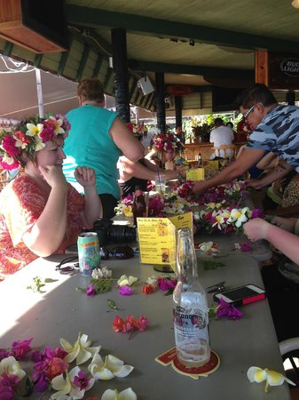 Hotel Molokai: making leis