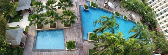 Resorts World Sentosa - Festive Hotel: Deluxe family room (pool view)