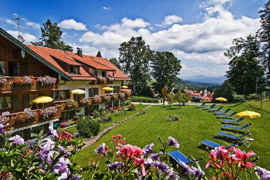 Moor & Mehr - BIO Kur-Hotel Bad Kohlgrub: moor&mehr Blick von Ihrem Balkon/Terasse
