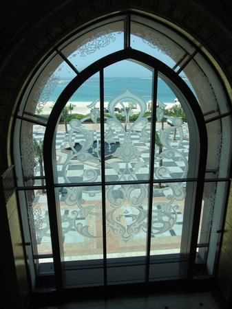 Emirates Palace Hotel: Through the arched window to the beach