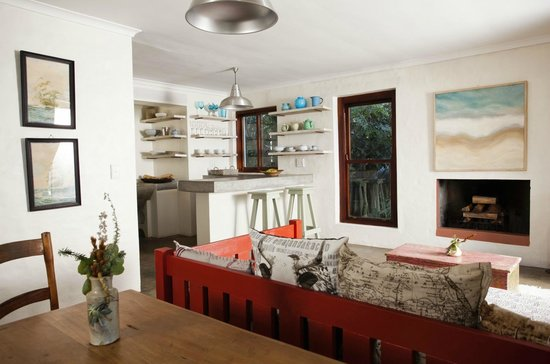 Stone Cottage: Spacious open plan kitchen/lounge/dining room in Boetie Pierre