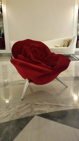 Gran Melia Colon: Chairs in lobby