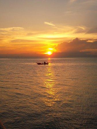Loyfa Natural Resort: Uno dei bellissimi tramonti dalla piscina del Loyfa