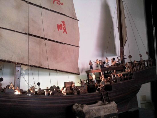 Fuk Tak Chi Museum : Close-up of Model Ship and Crew