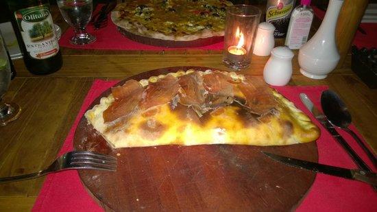 La Bruschetta Italian Pizzeria: Calzone