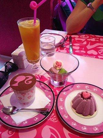 barbie cafe desserts and peach tea - Cuisine Barbie