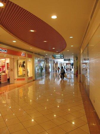 Marina Mall: Attractive shopping environment.