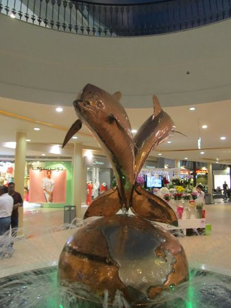 Marina Mall: Some internal features