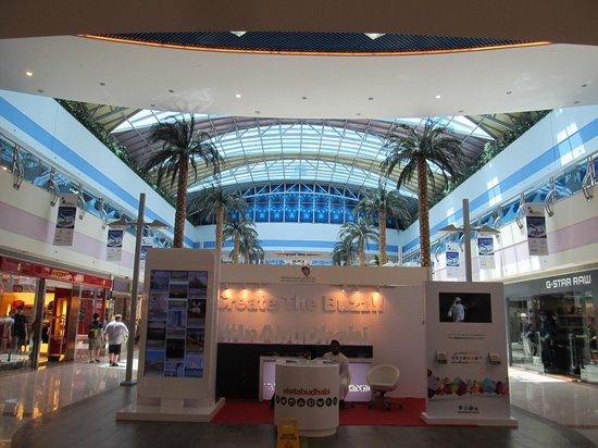 Marina Mall: Pleasant place to spend an hour or so