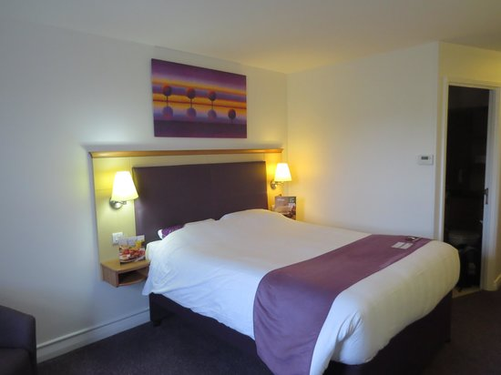 Premier Inn Taunton Central (North) Hotel : Room 38