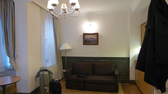 Panoramic Terrace's: Additional sofa next to kitchen area