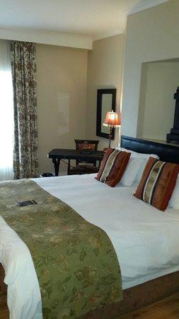 Protea Hotel by Marriott Kimberley: Bedroom