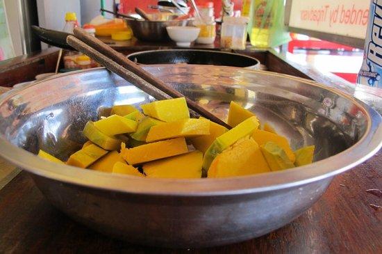 Mr Son, Khu Am Thuc 62 : Mr Son, Hoi An - Cooking sautéed pumpkin