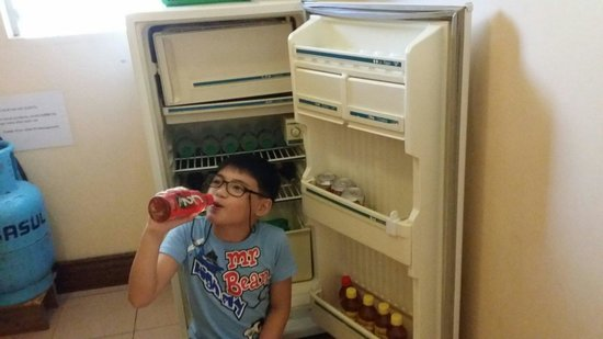 Keni Po: Family room. Refridgerator filled with bottled waters, juices and sodas from 20-55 pesos.