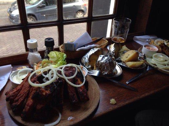 Cafe de Klos : Mixed ribs an baked potato