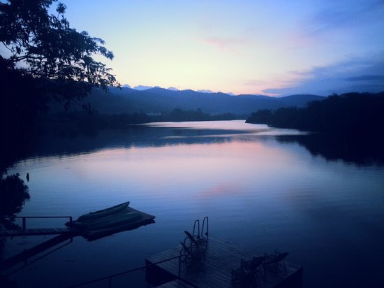 GreenHouse Kampot: sunset at the river