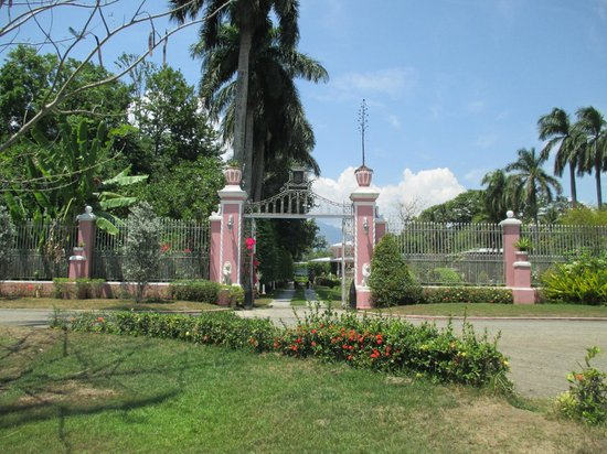 Villa Escudero Resort: Museum Entrance