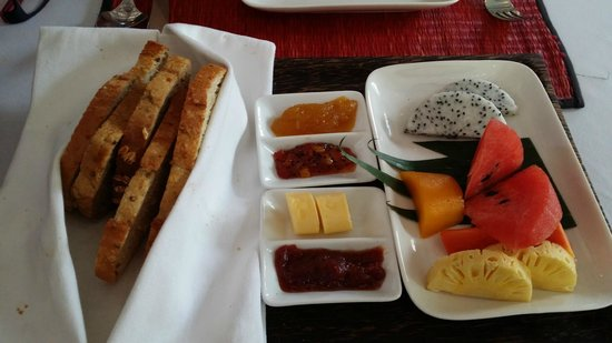 Heritage Suites Hotel: food