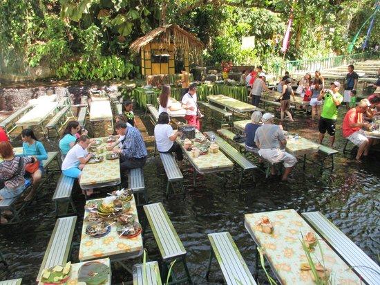 San Pablo City, Filippijnen: Waterfalls Restaurant