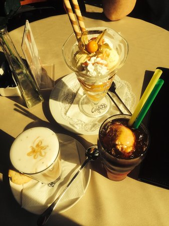 22 Cafe: Ice coffee, moccha and an ice cream to share