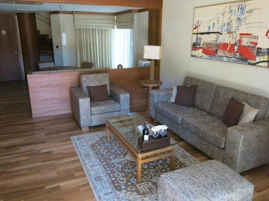 Gloria Serenity Resort: Superior Zimmer gebucht - Durch Upgrade Villa bekommen! Hier das Wohnzimmer! Wahnsinn!
