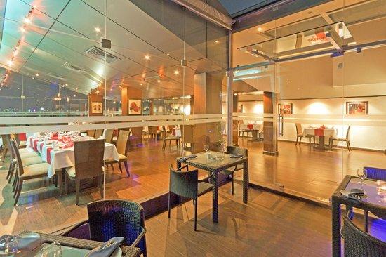Pergola : Restaurant Ambience at night