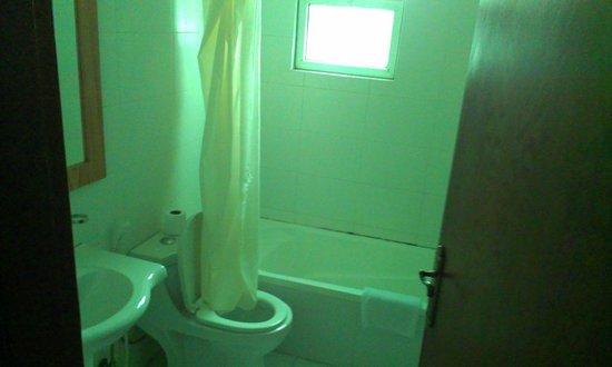 Excelencia Hotel Suites: Ванная