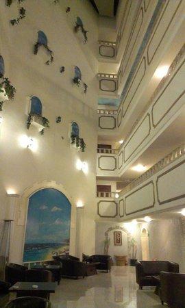 Excelencia Hotel Suites: Холл