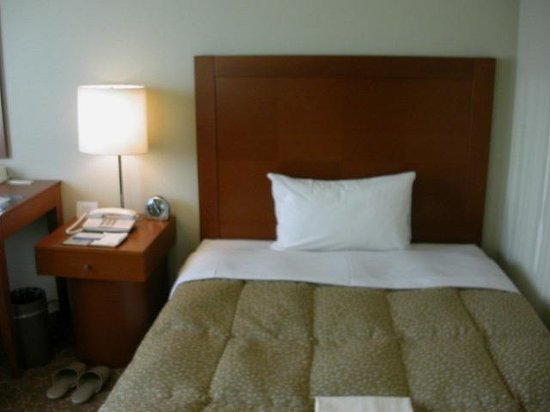 Station Hotel Kokura: シングル、ベッド