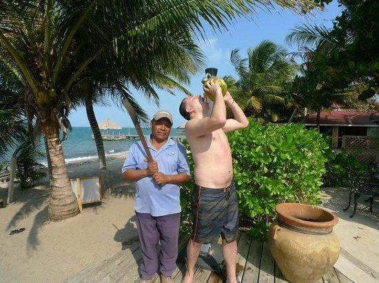 Villa Verano: Yes drinking fresh coconut juice thanks to Martin!!
