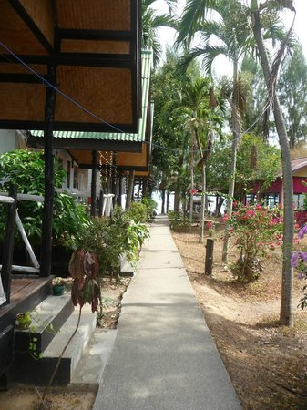 By Beach Resort: bungalow