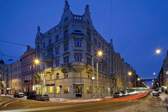 Hotel Union Prague: Facade night