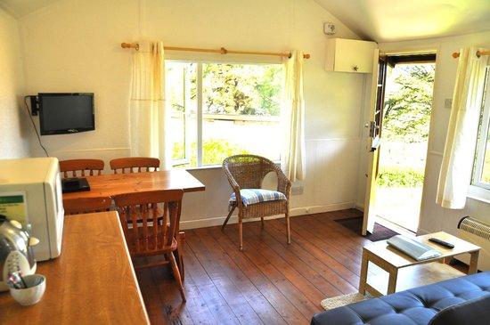 Grattons Cedar Lodges: Interior - Primrose Lodge