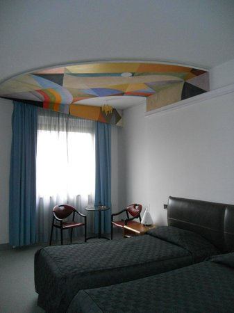 Albornoz Palace Hotel : camera - particolare