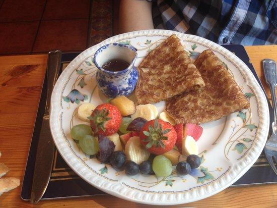 Buttermilk Lodge Guesthouse: pancakes con frutta fresca