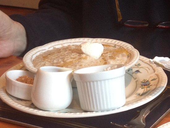 Buttermilk Lodge Guesthouse: porridge servito con miele e pannetta