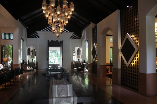 Anantara Bophut Koh Samui Resort : Nice and cosy at check in area.