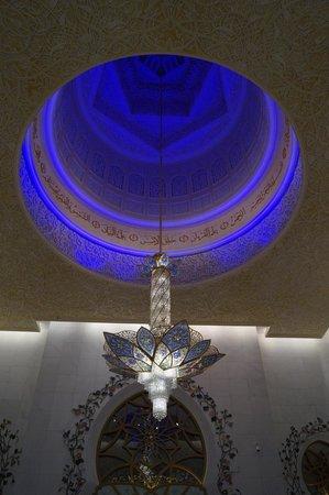 Sheikh Zayed Mosque: chandelier
