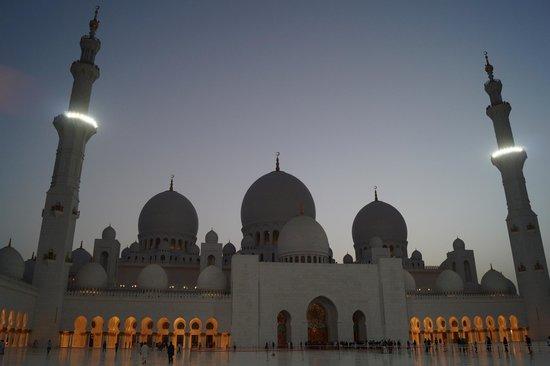 Sheikh Zayed Mosque: upper view