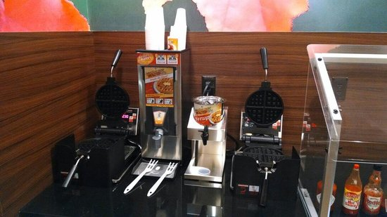 Fairfield Inn & Suites Durham Southpoint: Waffle station at breakfast.