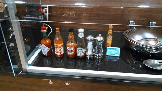 Fairfield Inn & Suites Durham Southpoint: Breakfast condiments