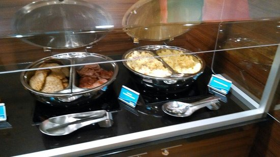 Fairfield Inn & Suites Durham Southpoint: Sausage, Turkey Canadian Bacon, Scrambled eggs (very watery)