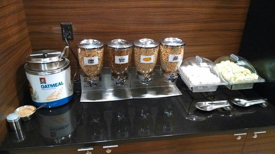 Fairfield Inn & Suites Durham Southpoint : Cereals and oatmeal
