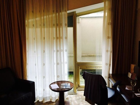 Millennium Gloucester Hotel London Kensington : £175 for a view of a wall!!