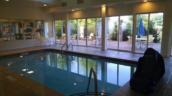 Fairfield Inn & Suites Durham Southpoint: Pool and patio area