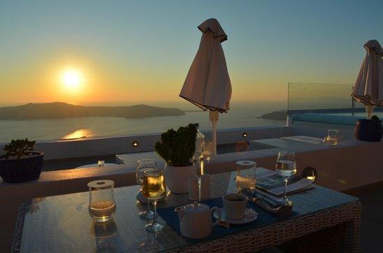 La Maltese Estate Villa: Терасса отеля с видом на закат
